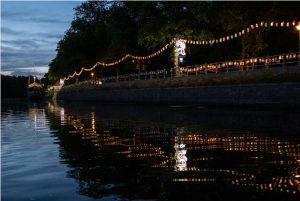 Noch bis Sonntag leuchten die Laternen. Foto: Thomas Bär.