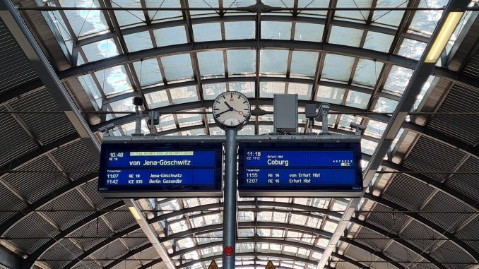 Bahnsteig Hauptbahnhof Zug DB