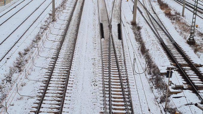 Gleise Schienen DB Bahnhof Zug